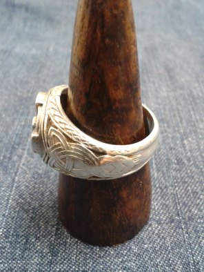 Fora Signet Ring for a Man side 5