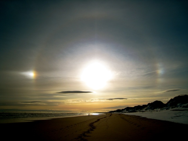 ice_halos_above_foveran_beach_-_geograph-org-uk_-_675126