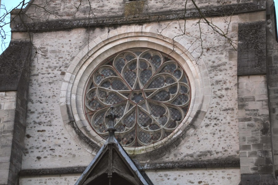 the-five-pointed-star-of-venus-in-the-rose-window-at-eglise-saint-remi-chapel-in-troyes-france