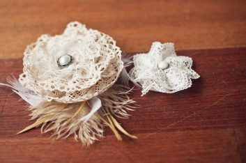 diy-fascinator-with-lace-roses-600x399