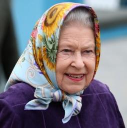 queen-scarf